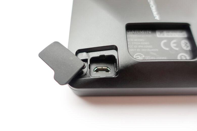 ガーミンApproachR10の充電端子